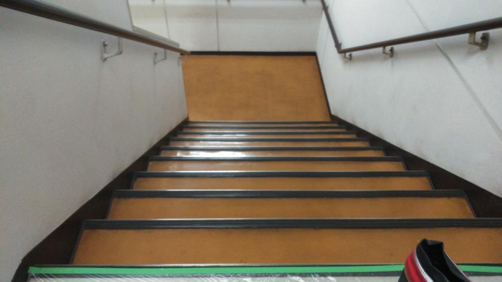 階段剥離施工前